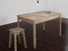 mesa y silla deshechas (vía Perec)