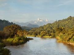 Amanecer en la Sierra Nevada de Santa Marta vista desde el río Palomino
