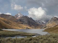 Tormenta aproximándose a la laguna Querococha desde el oriente