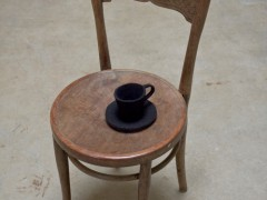 tea-cup-finds-a-chair-johanna-unzueta-artesur
