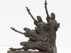 Estatua de libertad cayendo