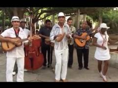 Orchestre qui joue sans émettre de son. Performance de 60 minutes réalisée à la Havane (Cuba) en juin 2016. Document vidéo de la performance présenté dans le cadre de l'exposition
