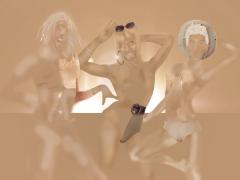 Básica TV est un collectif d'artistes uruguayens qui travaille l'édition d'images sur leur propre corps en adoptant différents profils prototypiques. Shade est une photographie animée dans laquelle le trio fusionne dans une composition aux différents tons de couleur de peau, et où de petites touches de luminosité renforcent leur apparition sur l'écran.