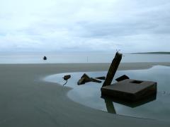 La population de La Barra, installée sur la côte pacifique colombienne, recule depuis 2011 pour laisser place à la mer qui grignotte petit à petit son territoire.