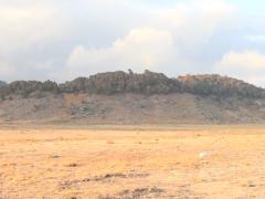 Mon travail est une recherche affective et synthétique sur le corps comme objet et site- specific. Pour la vidéo Encuentro (Rencontre), je me suis tricoté un cocon pour rouler à travers la Sierra Cuchumatanes, la chaîne de montagnes la plus haute du Guatemala, stimulant ainsi le système proprioceptif et identifiant mon corps comme faisant partie du paysage.
