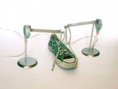 Machine That Tries to Tie Two Shoelaces Together