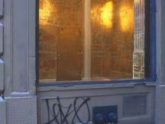Strange kind of temple, foil de oro industrial, acrilico sobre muro, 800 cm x 500cm x 500cm. 2004