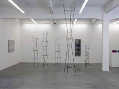 Jorge Pedro Núñez, Urbanización los Helechos, 2011, cinco esculturas metálicas y esmalte. Medidas variables.