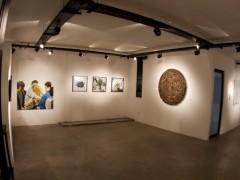 Galería de arte con muestras temporales