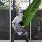 Homme assis. 2015, pencil on aluminium, steel, glass, plant.
